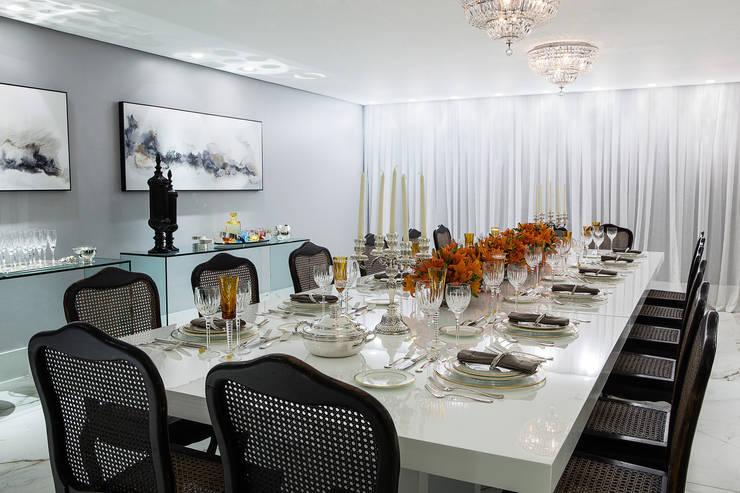 Sala de Jantar: Salas de jantar modernas por Arina Araujo Arquitetura e Interiores