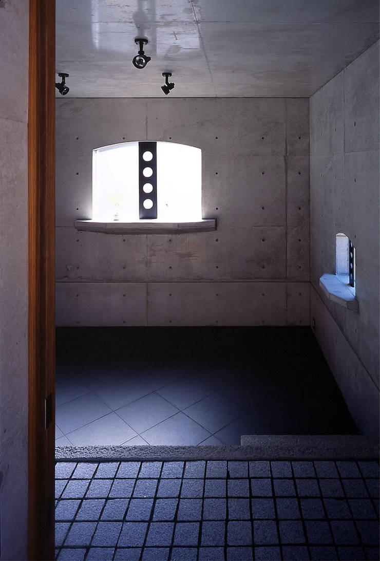 エントランス: 松井建築研究所が手掛けた壁です。
