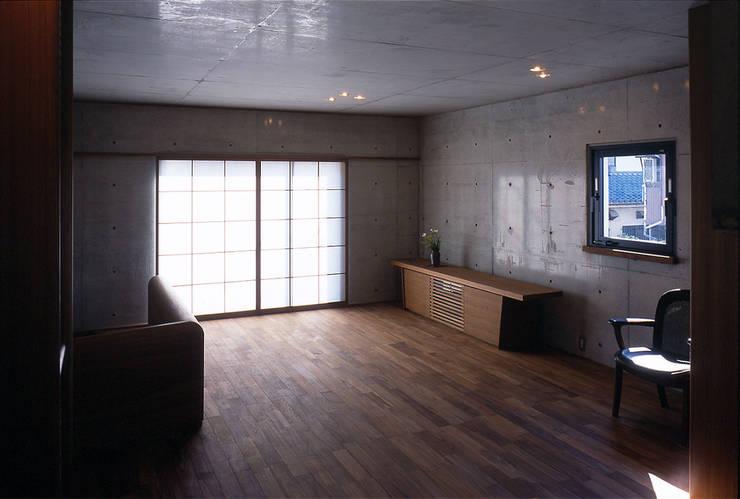 2階仕事場: 松井建築研究所が手掛けた書斎です。
