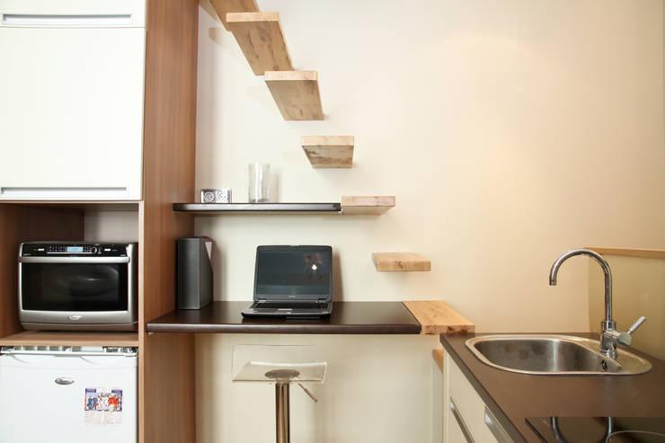 Studio optimisé à Saint Germain des près: Bureau de style de style Moderne par MSD architecte d'intérieur