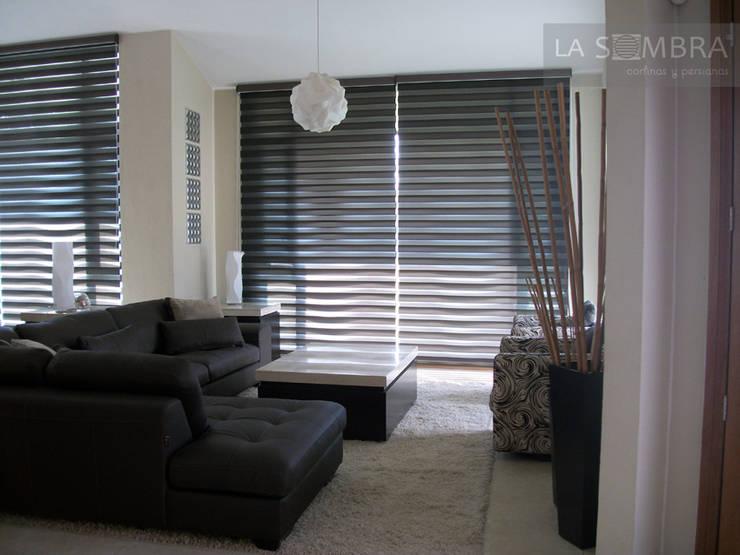 Salas de estar modernas por Persianas La Sombra