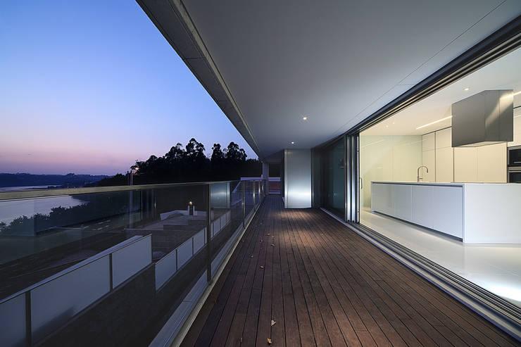 Moradia travessa Clube dos Caçadores -Gondomar-lote1 : Terraços  por Albertina Oliveira-Arquitetura Unipessoal Lda