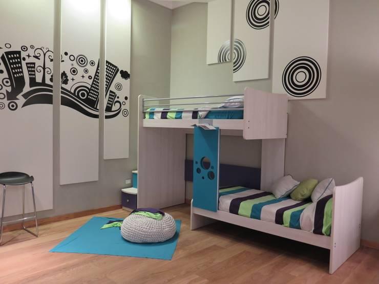 Cucheta desplazada: Dormitorios infantiles  de estilo  por MW-Desgin