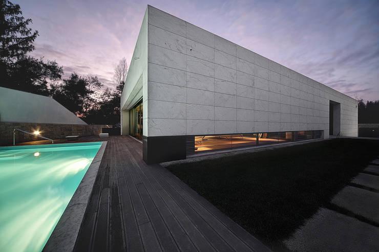 Moradia travessa Clube dos Caçadores -Gondomar-lote1 : Casas minimalistas por Albertina Oliveira-Arquitetura Unipessoal Lda