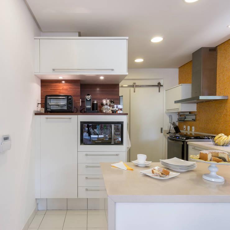 Casa Cidade Jardim: Cozinhas modernas por Boutique Arquitetura