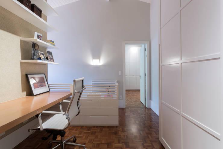 Casa Cidade Jardim: Corredores e halls de entrada  por Boutique Arquitetura