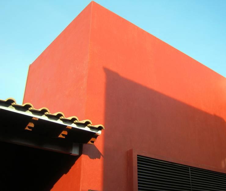 Remodelación, ampliación Casa AL: Cavas de estilo  por IPALMA ARQUITECTOS