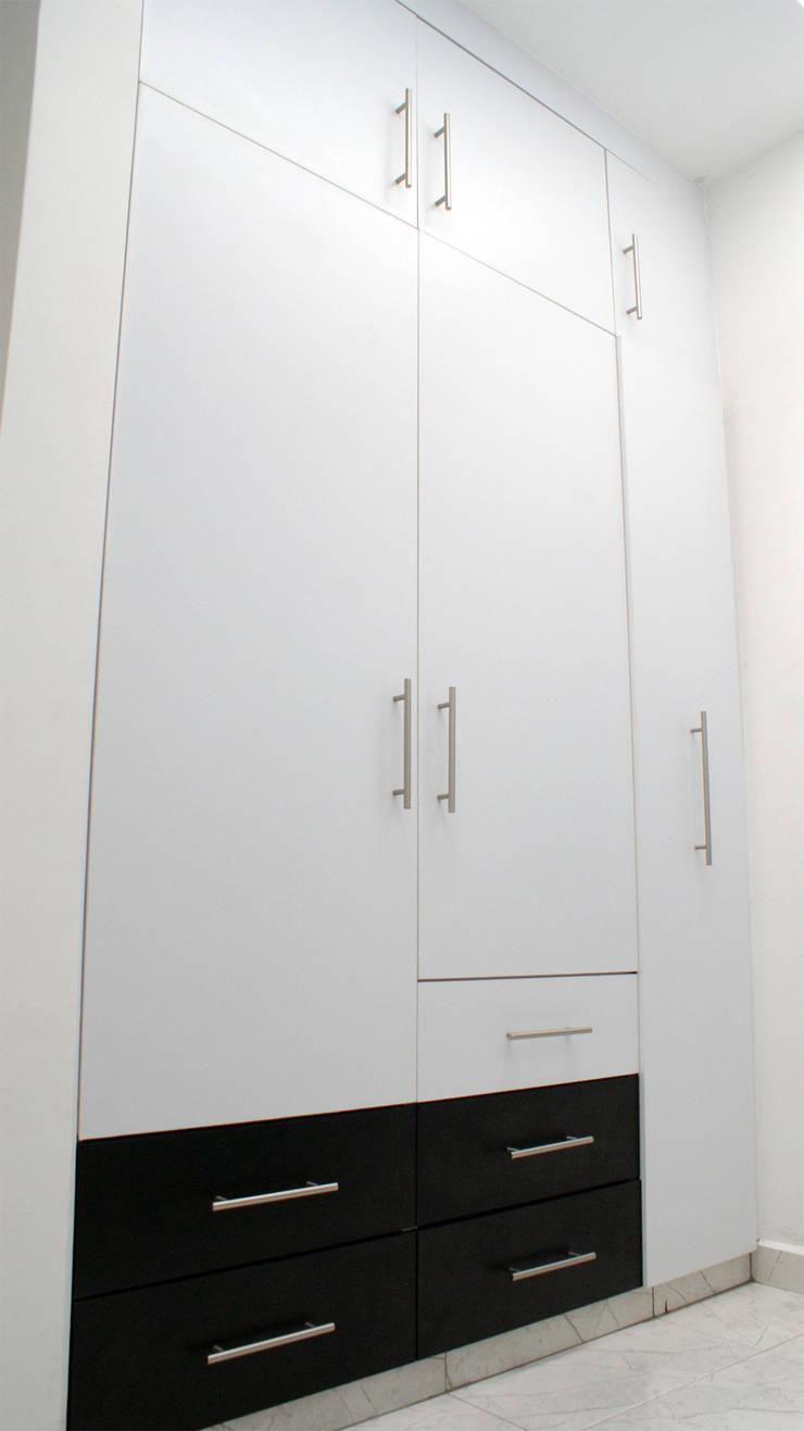 Vestidores: Vestidores y closets de estilo  por Amarillo Interiorismo