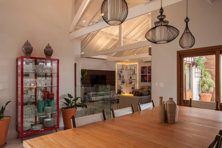 Espaço Gourmet: Cozinha  por Biarari e Rodrigues Arquitetura e Interiores,