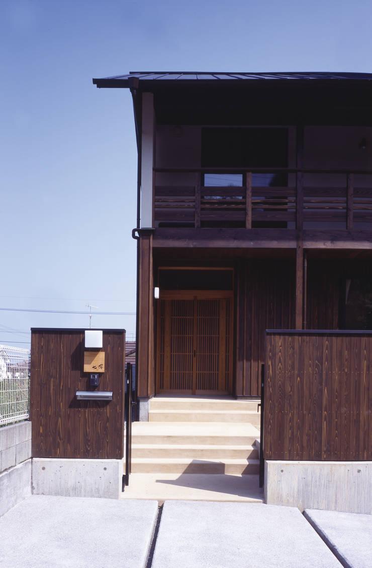 外観アプローチ: shpが手掛けた家です。