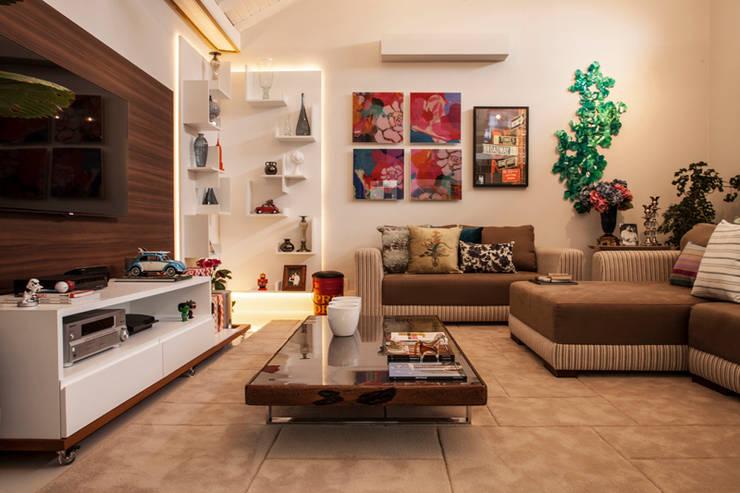 Sala de Estar: Sala de estar  por Biarari e Rodrigues Arquitetura e Interiores,