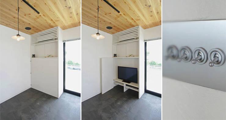 小田原 西湘 オーシャンビューの家: ミナトデザイン1級建築士事務所が手掛けたリビングルームです。