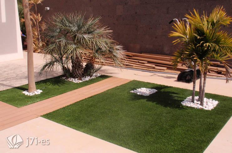 14 detalles para un jardín desde el interior: Jardines de estilo  de Jardineria 7 islas