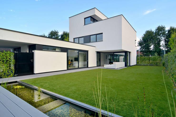 K&N 6: moderne Huizen door CKX architecten