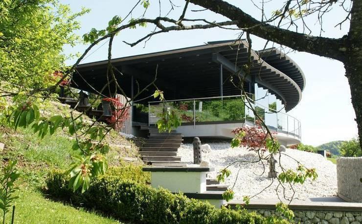 Westgarten mit West-terrasse:  Häuser von Architektur und Geomantie