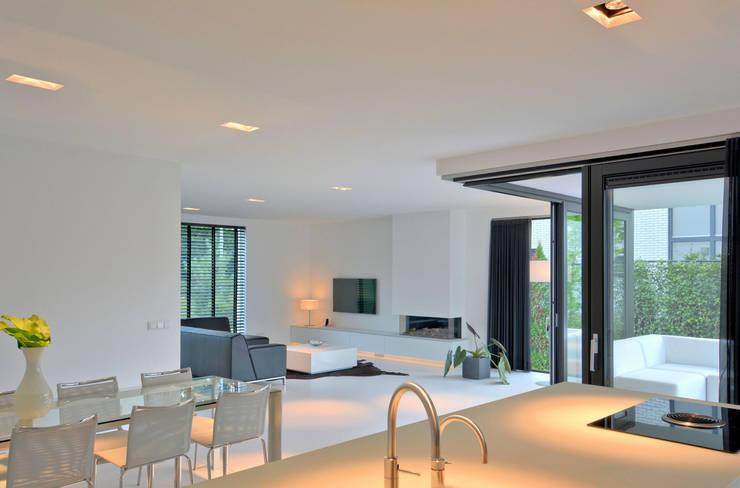 K&N 17: moderne Eetkamer door CKX architecten