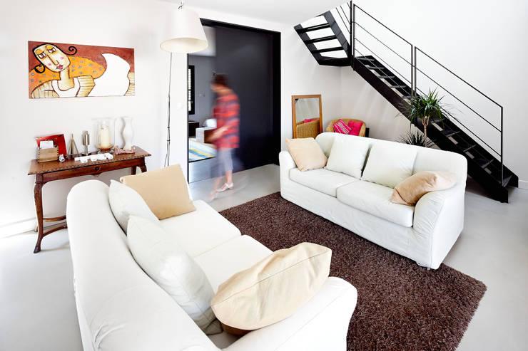 Ruang Keluarga by Cendrine Deville Jacquot, Architecte DPLG, A²B2D