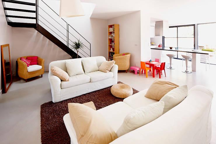moderne Woonkamer door Cendrine Deville Jacquot, Architecte DPLG, A²B2D