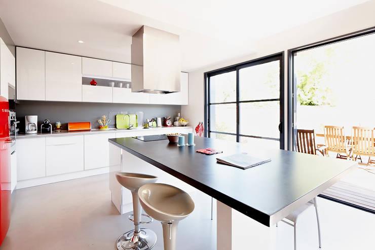 moderne Keuken door Cendrine Deville Jacquot, Architecte DPLG, A²B2D