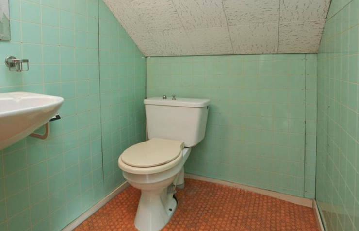 de oude toilet:   door Addition bv