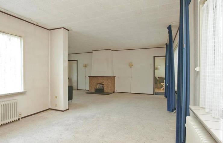 oude situatie woonkamer:   door Addition bv
