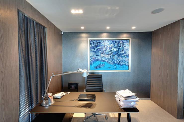 sztuka dekoracją ścian : styl , w kategorii Ściany zaprojektowany przez TG STUDIO