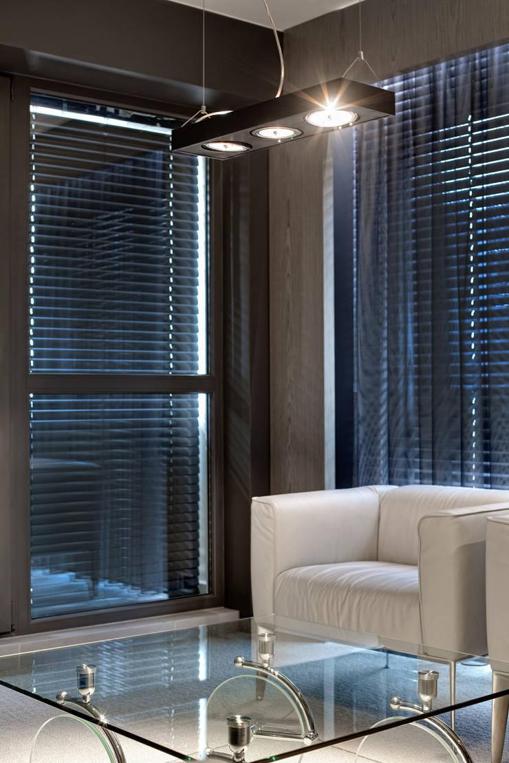 Biuro w wieżowcu  Qatro Towers Gdańsk : styl , w kategorii Okna zaprojektowany przez TG STUDIO
