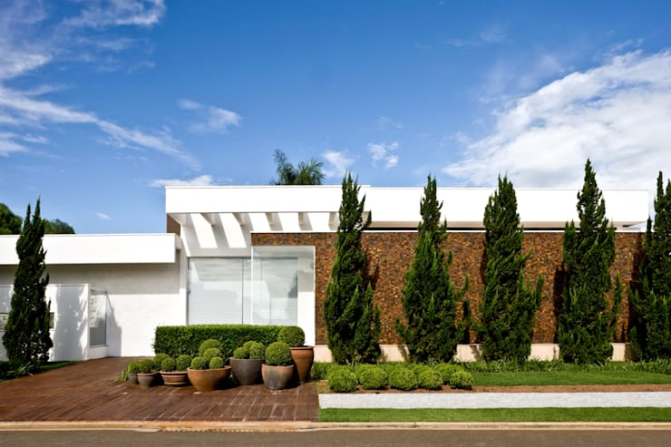 Projekty,  Domy zaprojektowane przez Ana Paula e Sanderson Arquitetura