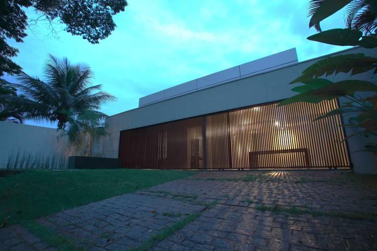 Escritório de Arquitetura: Casas  por Ana Paula e Sanderson Arquitetura