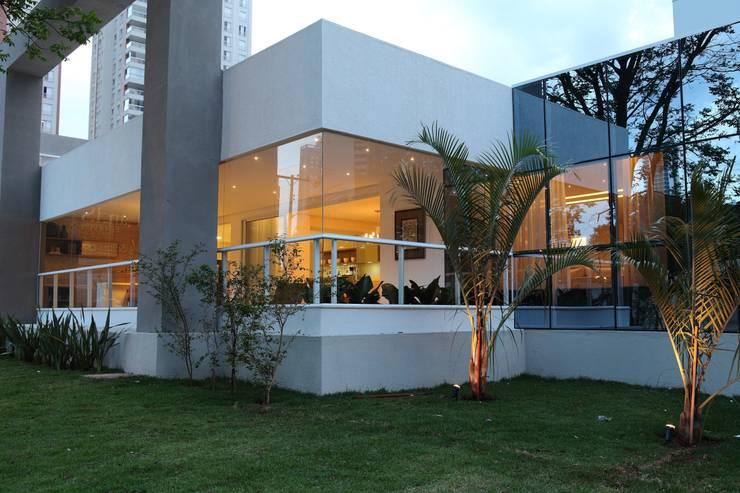 Apartamento Flamboyant: Casas  por Ana Paula e Sanderson Arquitetura,