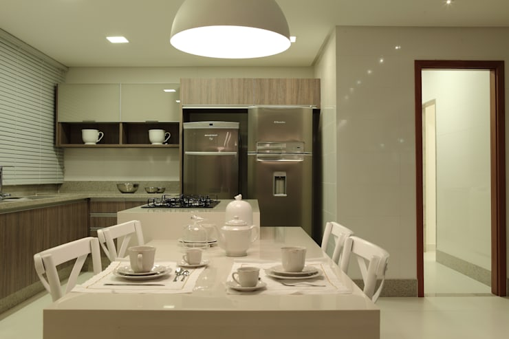 Apartamento Flamboyant: Cozinhas  por Ana Paula e Sanderson Arquitetura,