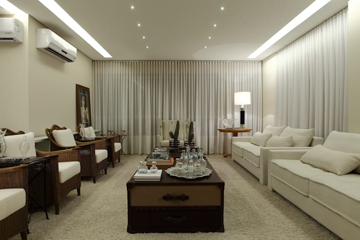 Apartamento Flamboyant: Salas de estar modernas por Ana Paula e Sanderson Arquitetura