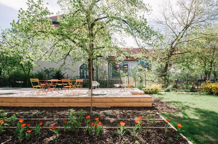 Hotéis  por AllesWirdGut Architektur ZT GmbH