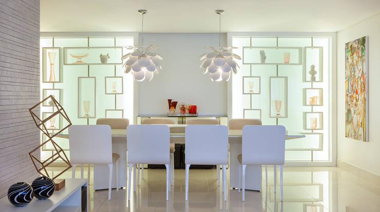 Apartamento 180m² em Boa Viagem: Sala de jantar  por André Caricio Arquitetura