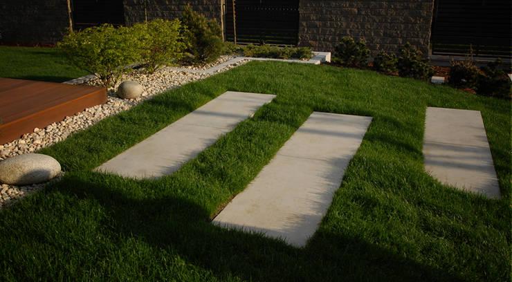 schody z betonowych białych płyt : styl , w kategorii  zaprojektowany przez Autorska Pracownia Architektury Krajobrazu Jardin ,