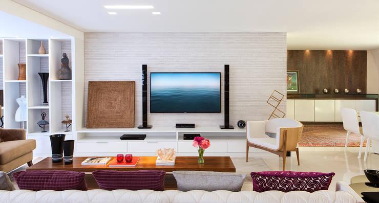 Apartamento 180m² em Boa Viagem: Sala de estar  por André Caricio Arquitetura