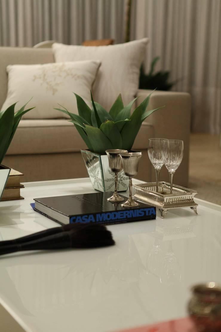 Casa do Jardim Vertical: Salas de estar modernas por Ana Paula e Sanderson Arquitetura