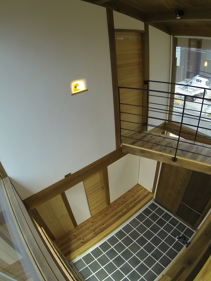 Media room by Interstudio  Architects & Associates Japan, Rustic