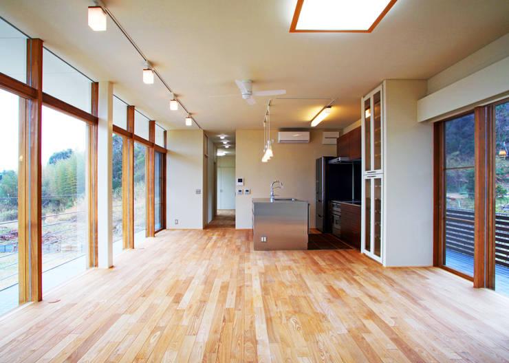 House in Mure: 高倉設計事務所が手掛けたキッチンです。