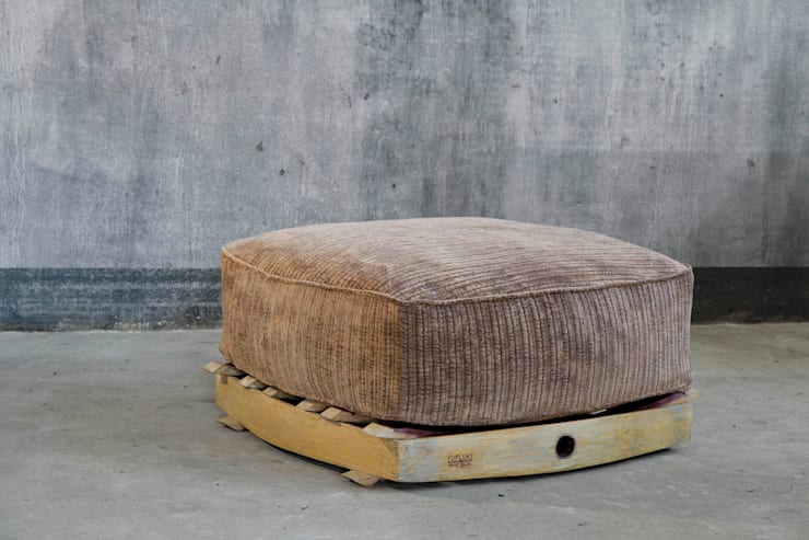 futon Fufluns: Soggiorno in stile  di IEP! Design