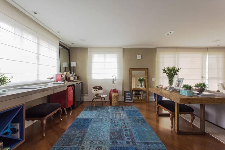 Apartamento Campo Belo 02: Salas de estar modernas por Karen Pisacane