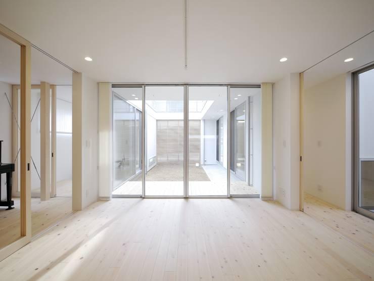 2F Deck house: 開建築設計事務所が手掛けたダイニングです。