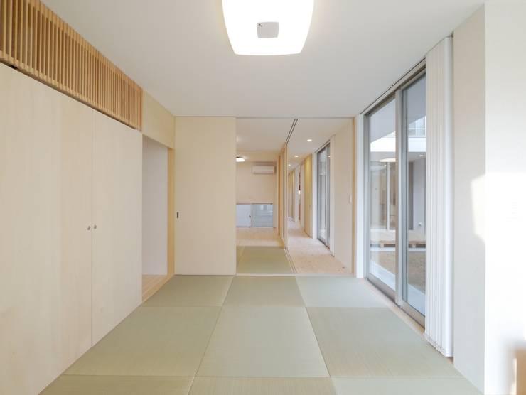 Chambre de style  par 開建築設計事務所, Moderne
