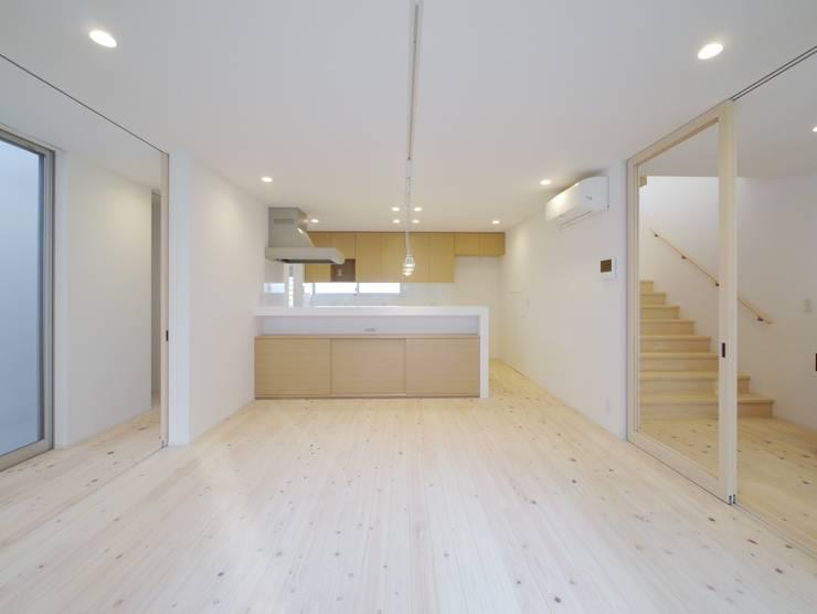 Salle à manger de style  par 開建築設計事務所, Moderne