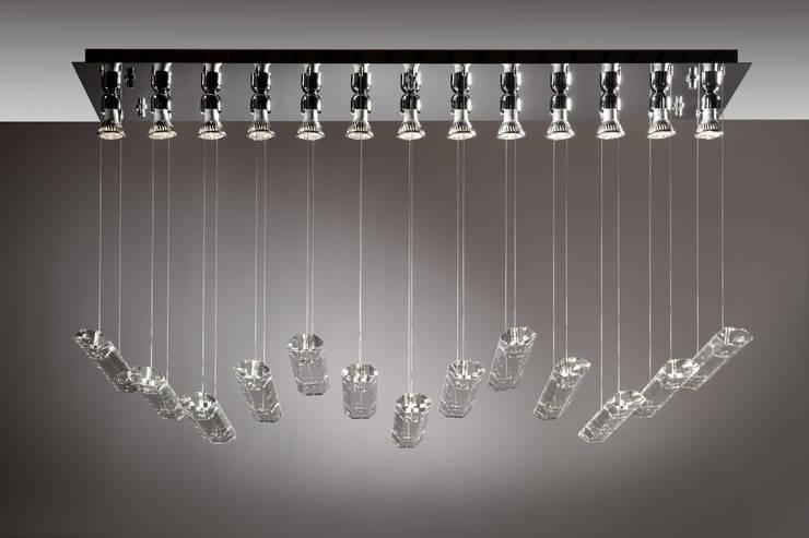 ADAMAS 706-PP13: Ingresso, Corridoio & Scale in stile  di Isaac Light