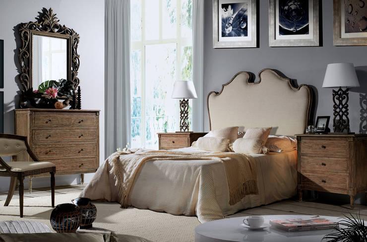 Dormitorios de estilo  por Keen Replicas
