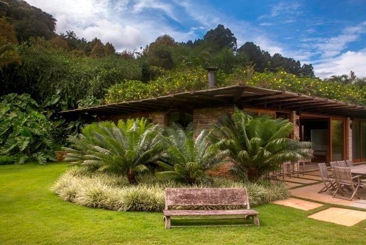 PAISAGISMO JM SERRA: Jardins  por Landscape Paisagismo,