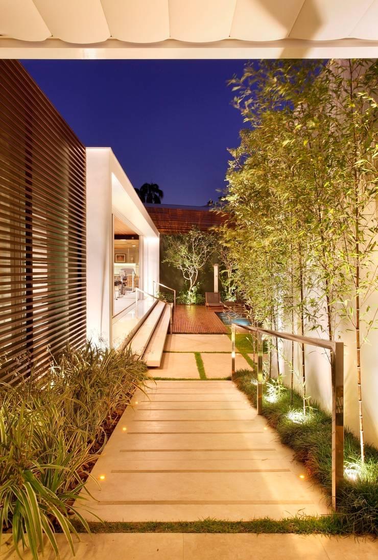 PAISAGISMO CASA PAM: Jardins  por Landscape Paisagismo,