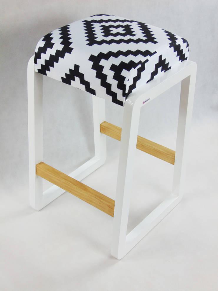 HOKER: styl , w kategorii Salon zaprojektowany przez LandAproject,