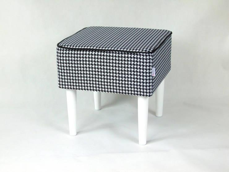PUFA: styl , w kategorii Salon zaprojektowany przez LandAproject,